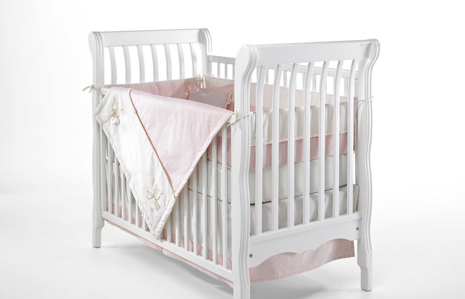 Sicherheit Und Geborgenheit Im Babybett