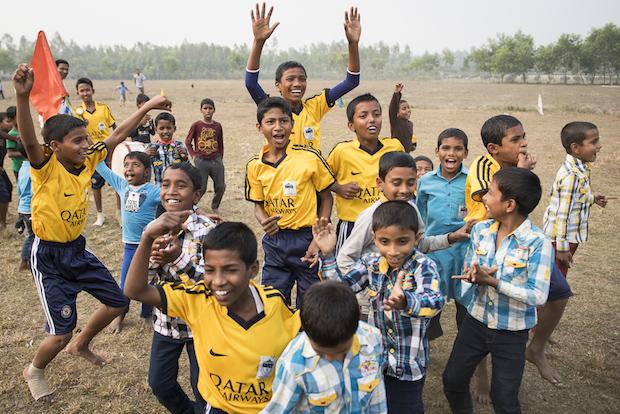 Straßenkinder in Bangladesch mit der Stueck zum Glueck Kampagne