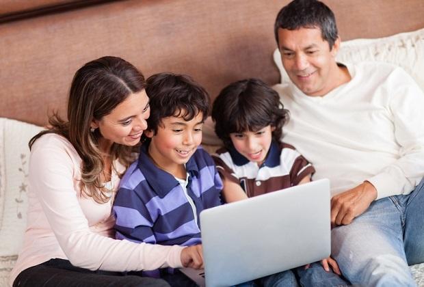 Familie Heins stellt neue Telekom-Produkte vor