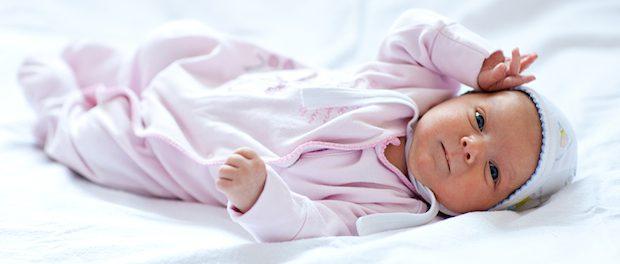 Baby im Strampler   © panthermedia.net /myronstandret