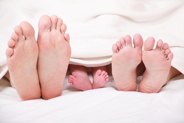wir mamas und papas verdienen erholsamen schlaf auf welche faktoren wir bei einer matratze. Black Bedroom Furniture Sets. Home Design Ideas