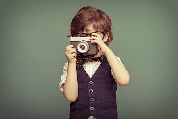 Junge mit Kamera | © panthermedia.net / yuryimaging