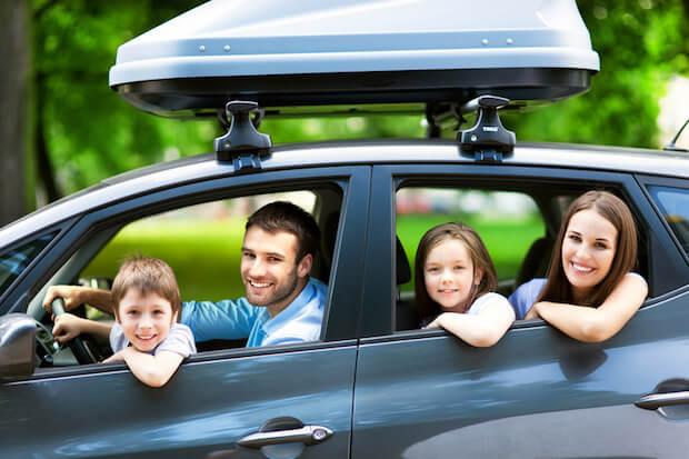 Familie faehrt mit dem Auto in den Urlaub   © panthermedia.net / pikselstock