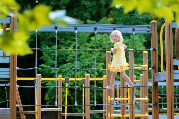 Gleichgewicht auf dem Spielplatz |© panthermedia.net / CroMary