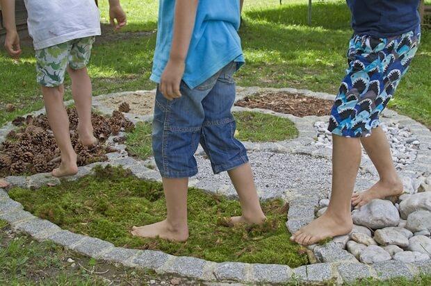 Gleichgewicht durch verschiedene Böden | © panthermedia.net / Christa Eder