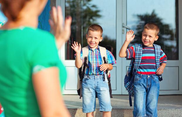 Zwillinge kommen in die Schule | © panthermedia.net / luminastock
