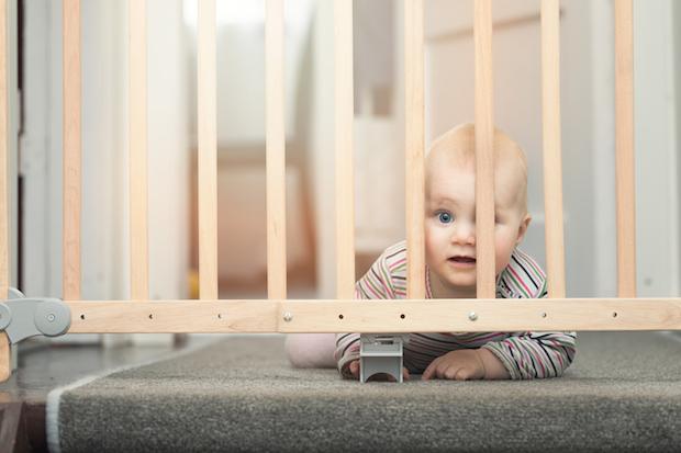 das haus babysicher machen wie ihr t ren schr nke und co vor euren kids sicher macht. Black Bedroom Furniture Sets. Home Design Ideas