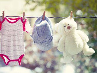 Babykleidung kaufen | © panthermedia.net /Erika Eros