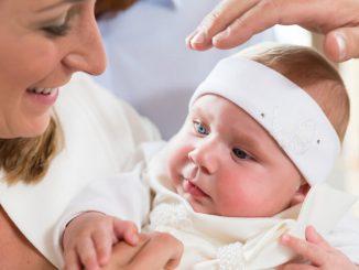 Taufe kurz nach der Geburt | © panthermedia.net /Arne Trautmann